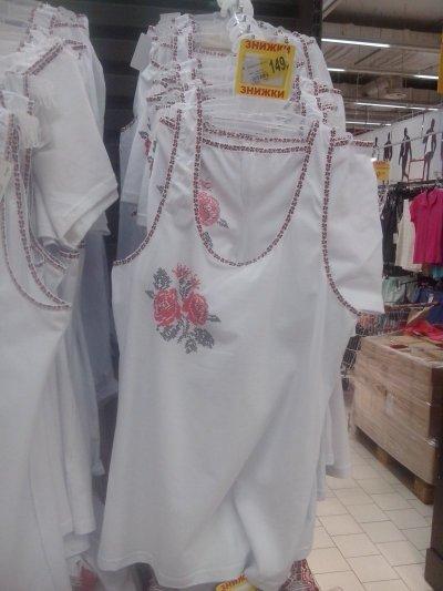 В Ашан акционный комплект белья с вышивкой
