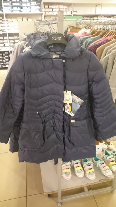 Скидки на куртки для девочек Geox!