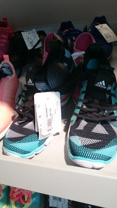 Скидка на женские кроссовки Adidas