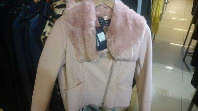 Женская куртка с меховым воротником Armani Jeans со скидкой