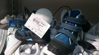 Детские ботинки Adidas синего цвета по акции