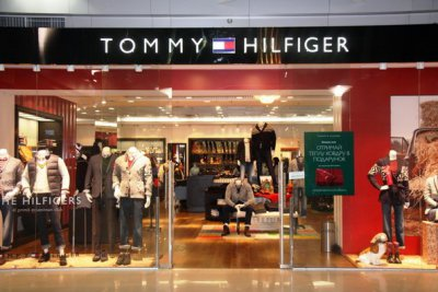 Скидки в Tommy Hilfiger в новом магазине в Ocean Plaza