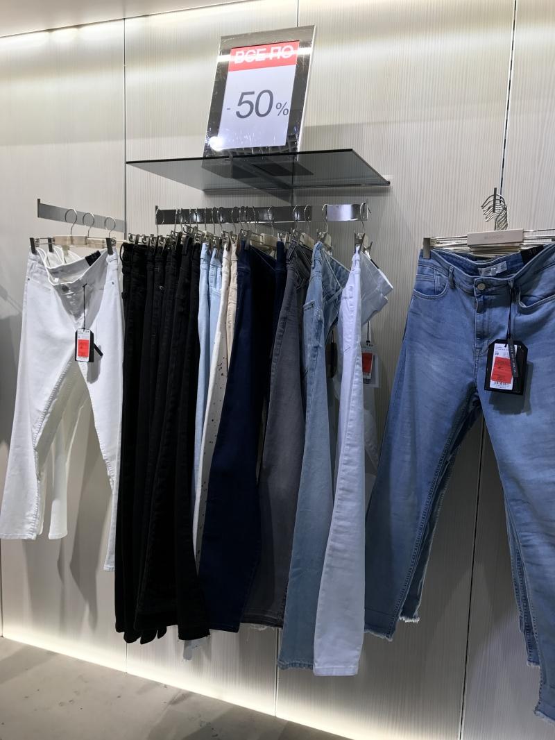 Женские джинсы Mango со скидкой 50%!