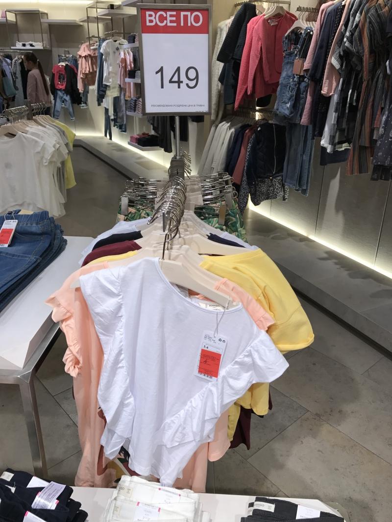 Распродажа в Mango женских маек и блузок