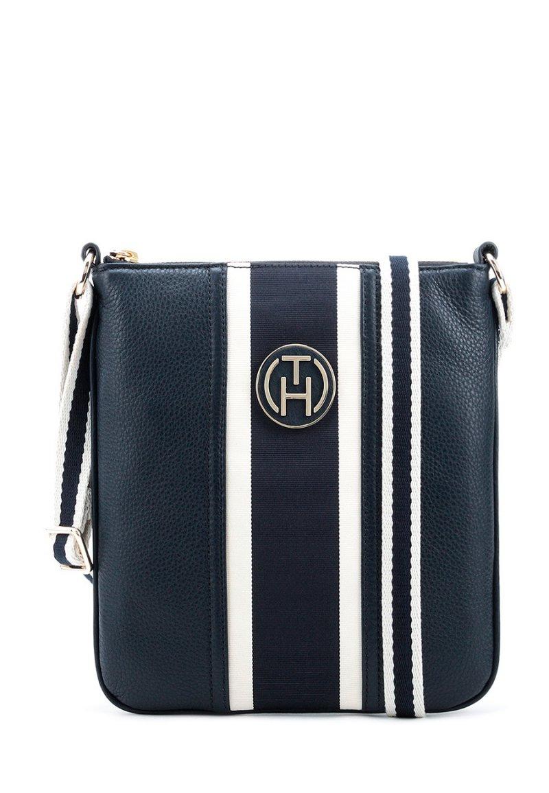 759b31b207d0 Низкие цены на сумки Tommy Hilfiger Claire Flat Crossover купить со ...