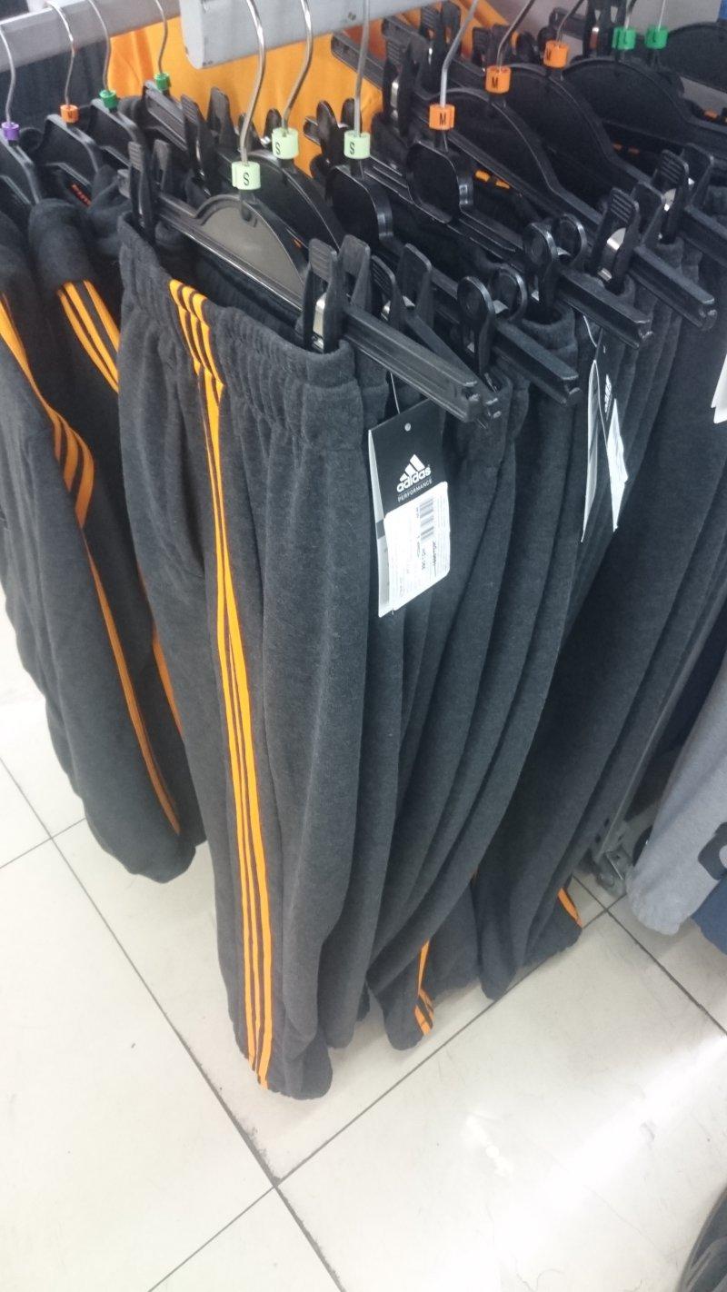Супер цена на мужские спортивные штаны Adidas купить со скидкой ... c7dc234d790