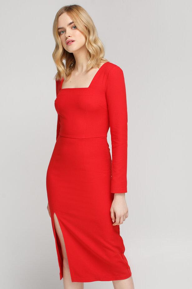 Червона сукня-футляр з розрізом збоку і квадратним вирізом